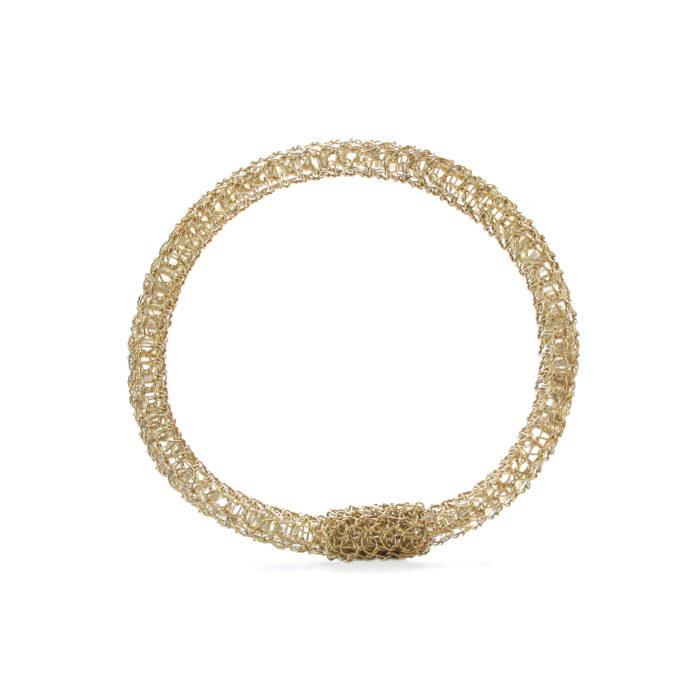 Bracelet brodé. Réalisé à la main au fil d'argent 950/000 doré à l'or fin 24 carats.
