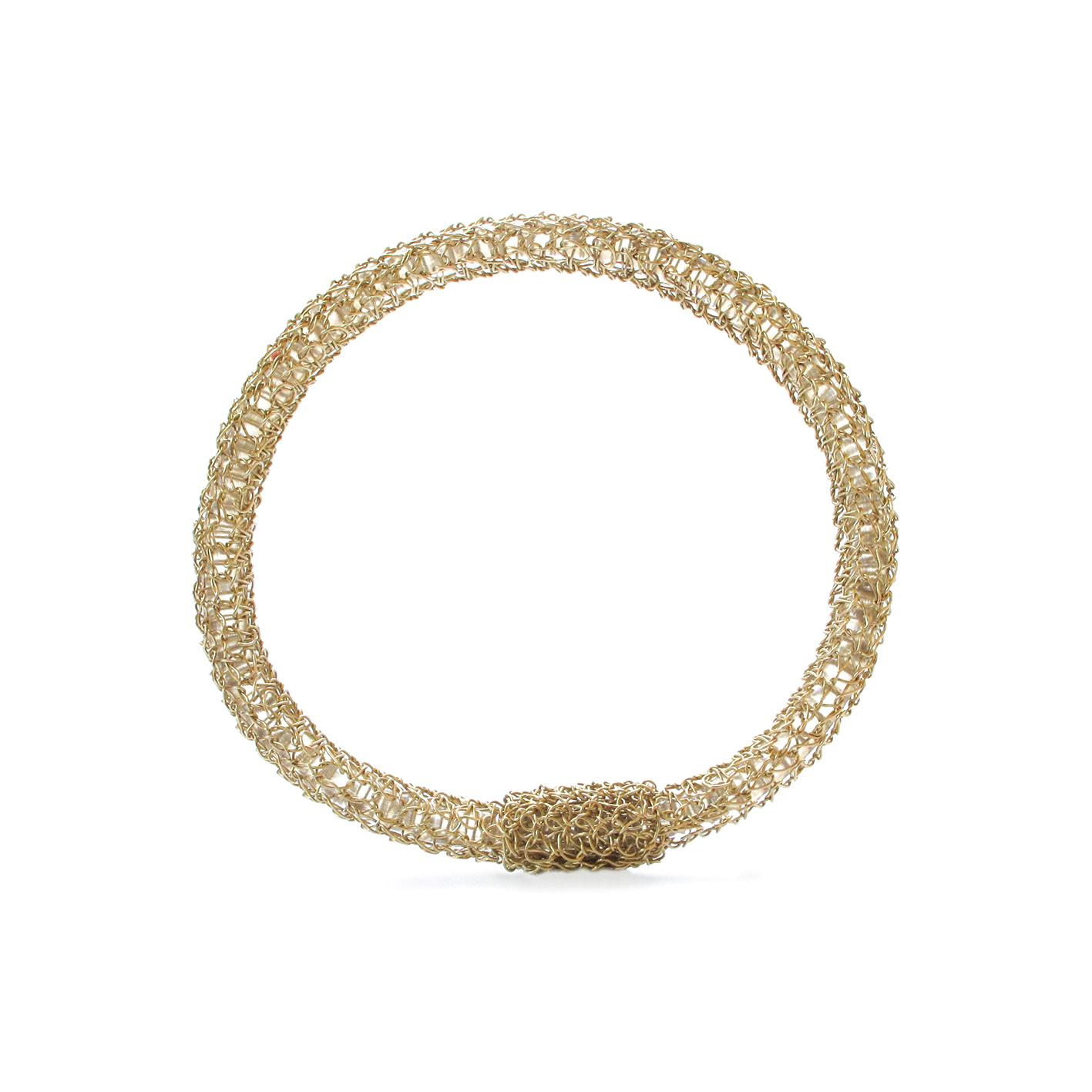 Bracelet brodé. Réalisé à la main au fil d'or 18 carats.
