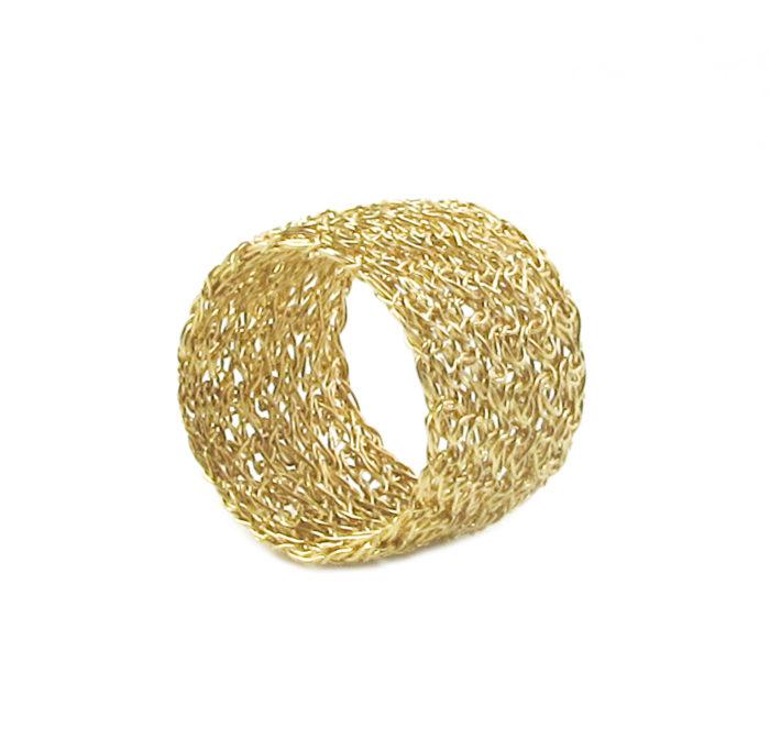 Bague brodée, réalisée à la main au fil d'or 9 carats.