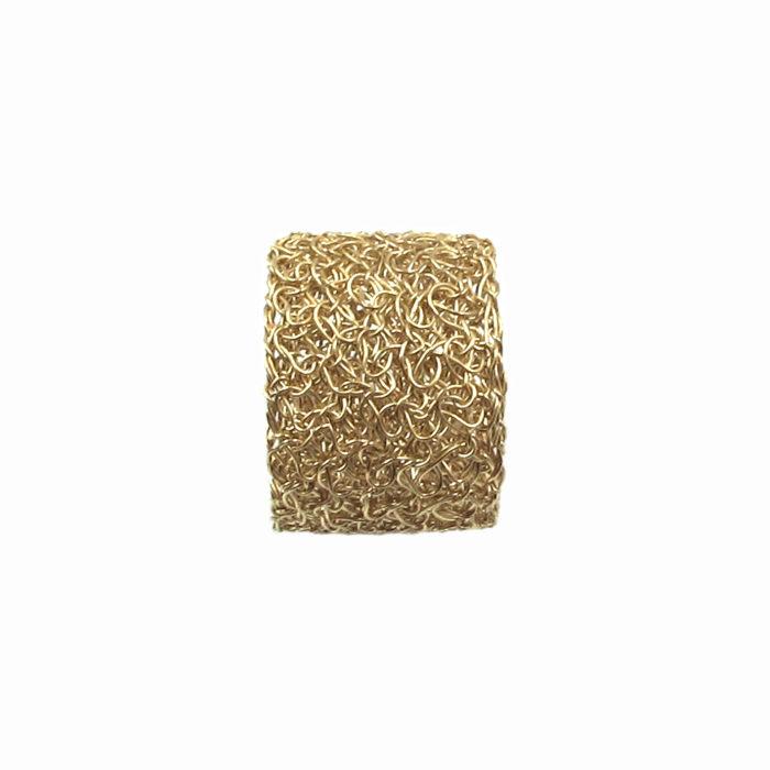 Bague brodée, réalisée à la main au fil d'or 18 carats.